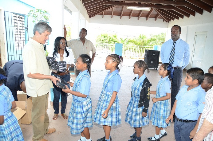 Vice Prime Minister Heyliger Visits Several Primary