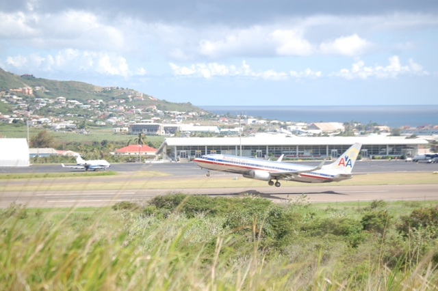 American_Airlines_taking_off_from_St._Kitts_Robert_L._Bradshaw_International_Airport.JPG