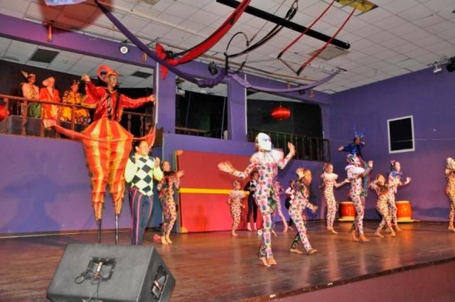 Min_Jacobs_Circus_Theater_SILK_photo_2.jpg