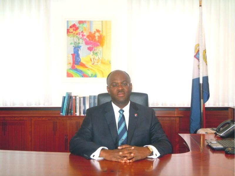 governor-eugene-holiday-st-maarten-desk.jpg