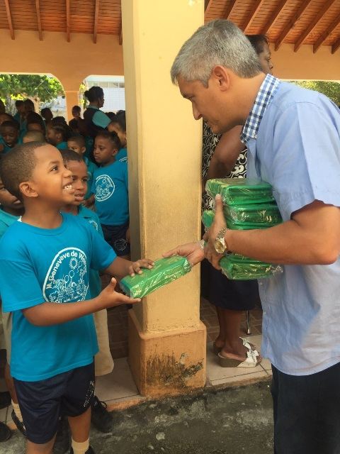 MP-Heyliger-giving-out-pencil-cases.jpg