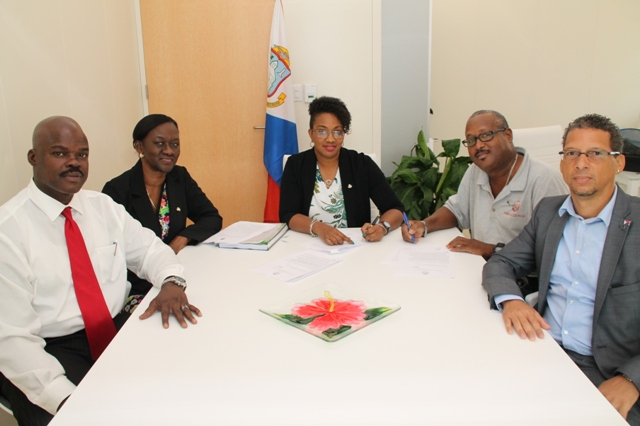 Photo  - Mr. Kurt Ruan Dept Head New Projects,  Head of Division Public Education, Mrs. Glenderlin Davis-Holiday Minister of Education Silveria Jacobs  Mg Dir. HEMCO NV, Mr. Henry Frederick Sr. Policy Advisor, Mr. Sandro Garcia.