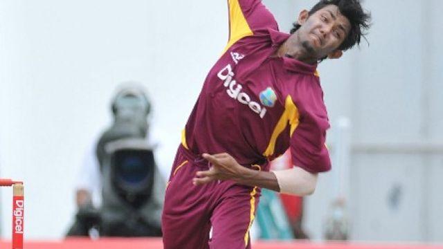 Devendra_Bishoo_bowling.jpg