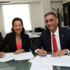 Minister Geerlings signs settlement agreement with TelEm