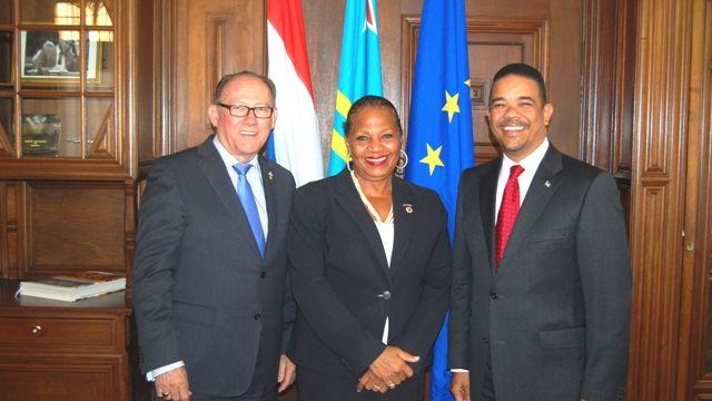 MinPLEN_DEP_Josianne_Fleming_Artsen_visits_Aruba_House.JPG