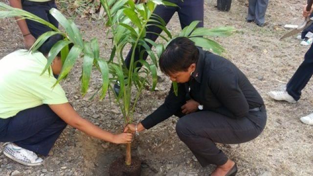 Min_Jacobs_Tree_Planting_Ceremony_Seniors.jpg