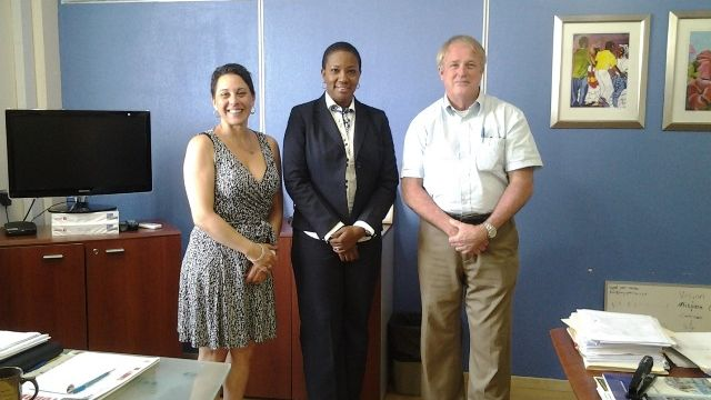 Min_Jacobs_meets_reps_from_St_Eustatius_Medical_School.jpg