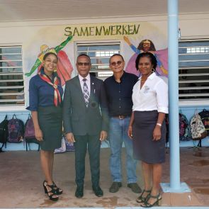 Minister Smith Visits Sr. Regina School – Apologises for Error Made in Presentation to Parliament