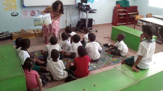 Sr-Magda-Loekie-reading-for-children-2016.jpg