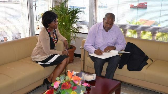 SxmPARL_President_Arrindell_meets_with_Minister_of_Health_De_Weever.jpg