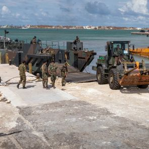 Navy ship Snellius ready with hydrographic tasks in the Caribbean